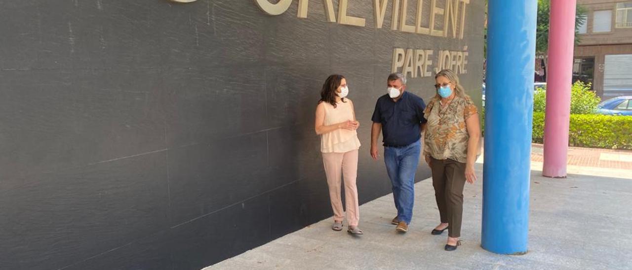 Visita de Mónica Oltra a Crevillent para conocer la realidad del CRIS