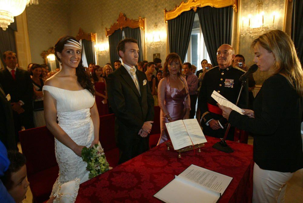 Maite Pérez Marco, Bellea del Foc 2002, se casó en el Ayuntamiento de Alicante en la que fue la primera boda oficiada por la entonces alcaldesa Sonia Castedo.