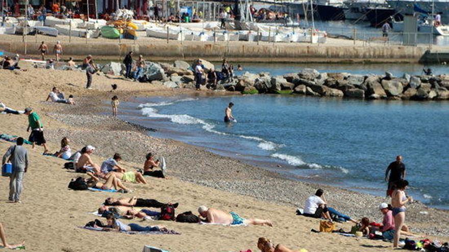 Denuncien una agressió homòfoba múltiple a la platja del Somorrostro a Barcelona