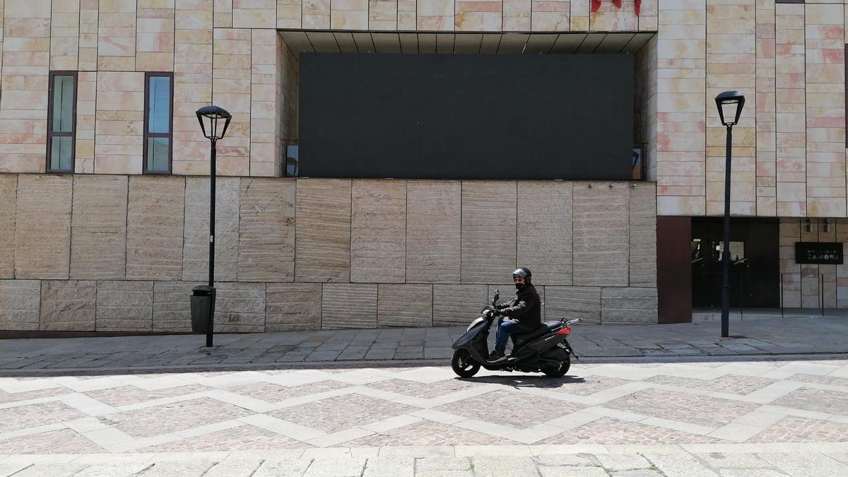 Pantalla gigante de la plaza Viriato donde se emitirán vídeos de animación.