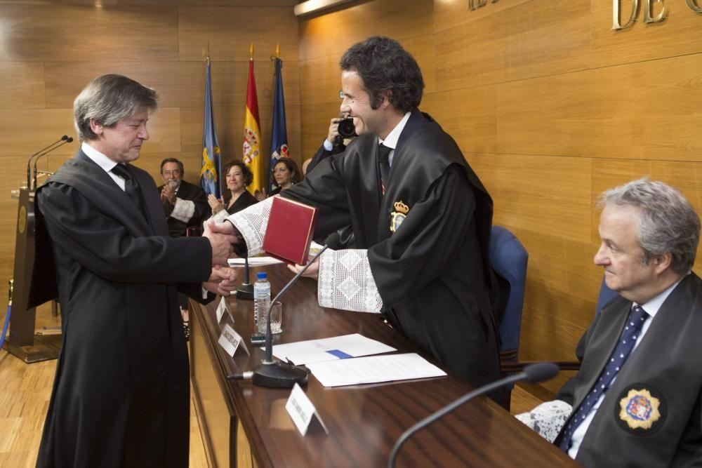 Entrega de medallas en el Colegio de Abogados