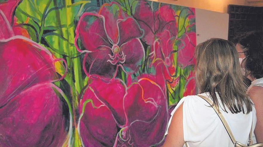 Lorca se convierte en un jardín en flor gracias a los lienzos de los Muher