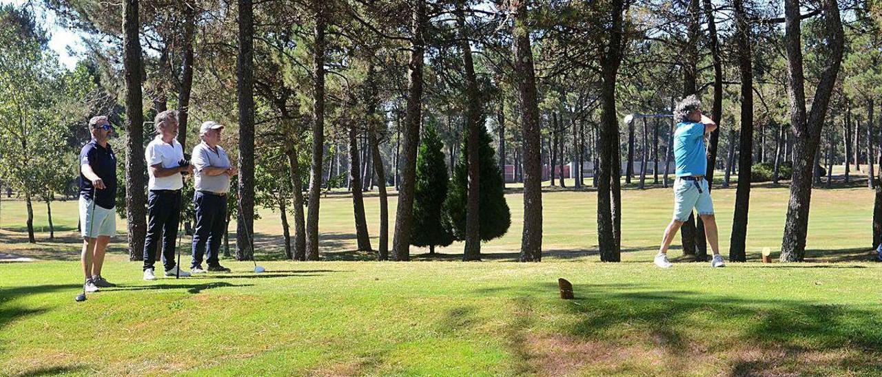 El campo de golf de Meis acoge este fin de semana el Trofeo del Albariño.