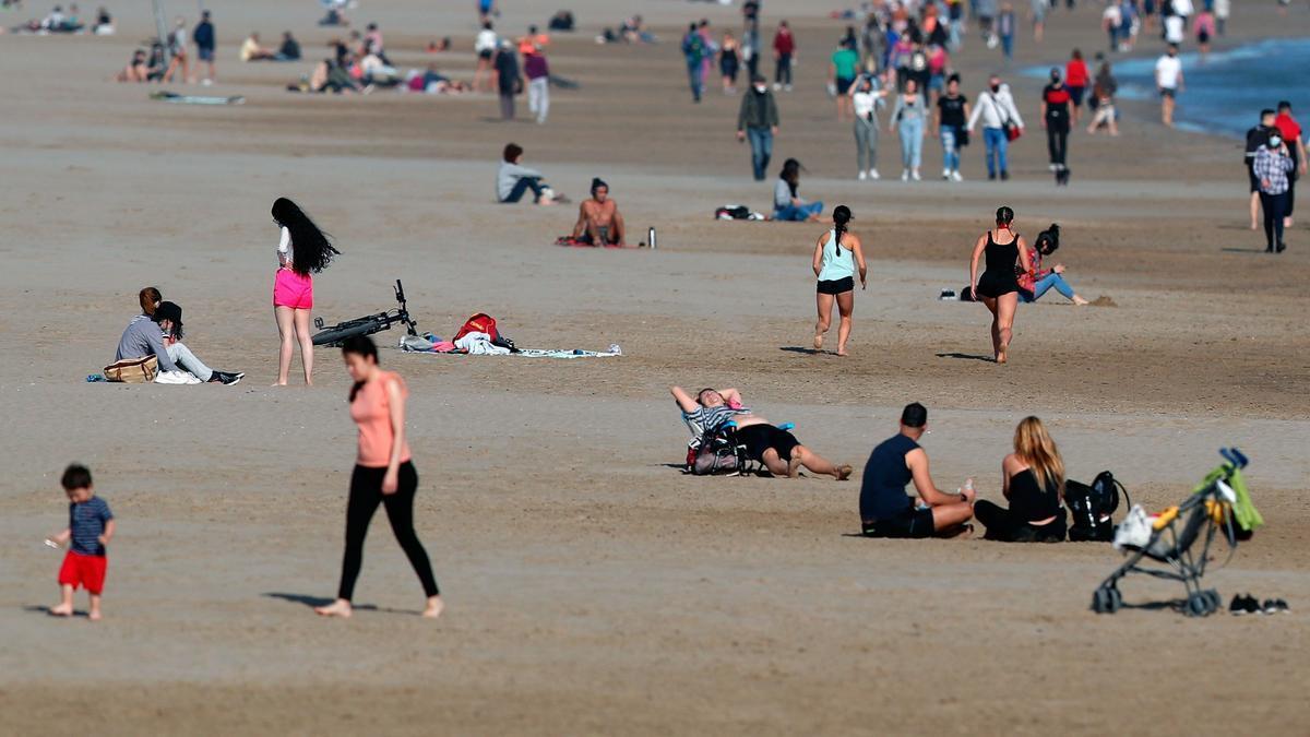Ribó advierte de que no se puede ir en grupo a la playa