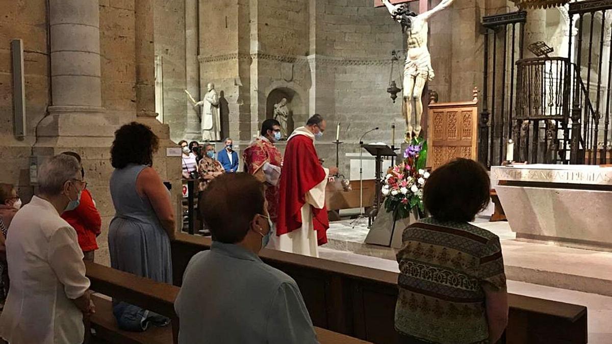 Celebración de la misa de la Exaltación de la Santa Cruz. | I. F.
