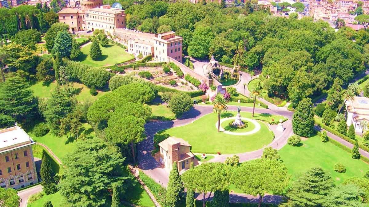 El Papa abre los Jardines Vaticanos a los niños para un campamento