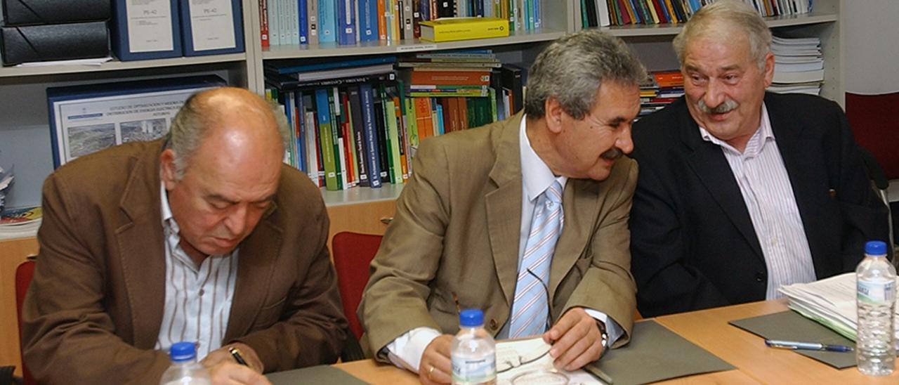 Gabriel Pérez Villalta, Graciano Torre y José Ángel Fernández Villa, en una imagen de archivo. | LNE