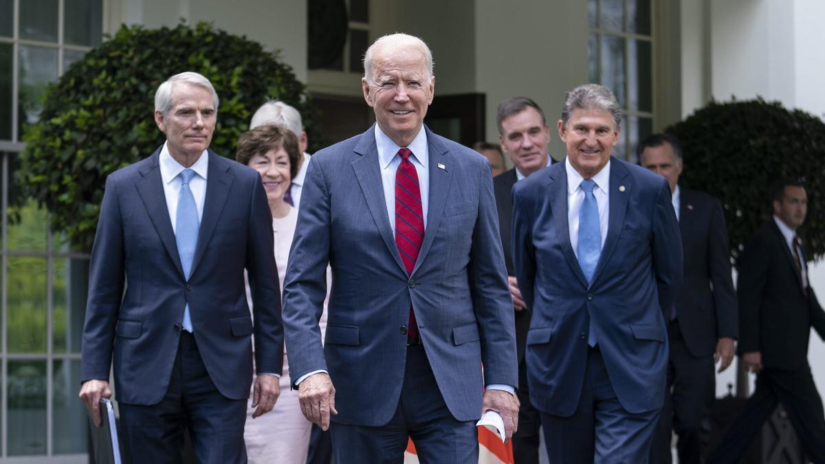 Joe Biden anuncia un pacto histórico de billones de dólares.