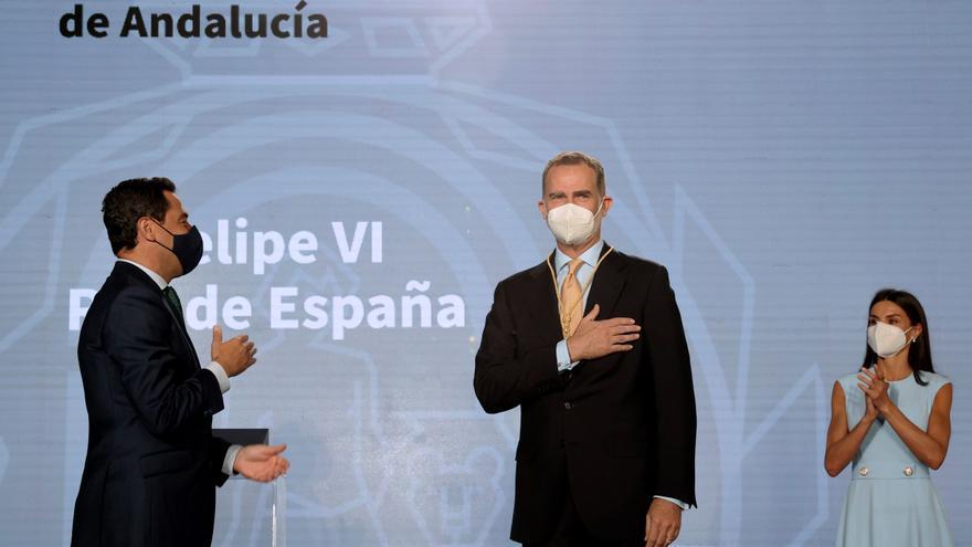 """El Rey recibe la Medalla de Honor de Andalucía: """"Me siento un andaluz más entre andaluces"""""""