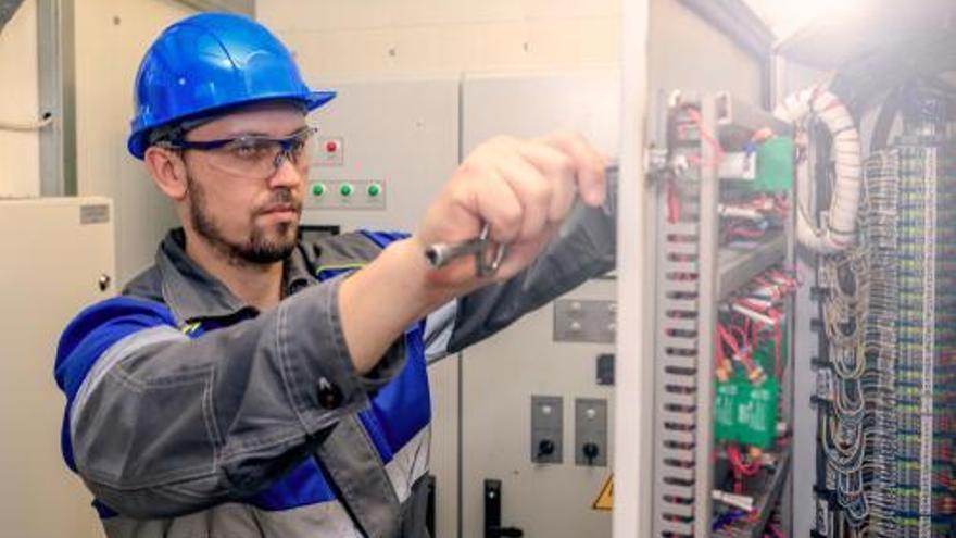 Se buscan en Castellón electromecánicos, operarios y personal para almacén