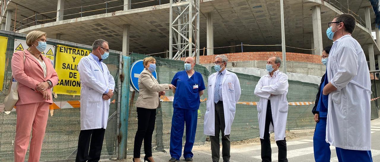 La consellera Ana Barceló ha visitado este miércoles las obras de reforma y ampliación de Urgencias en el Hospital General de Alicante