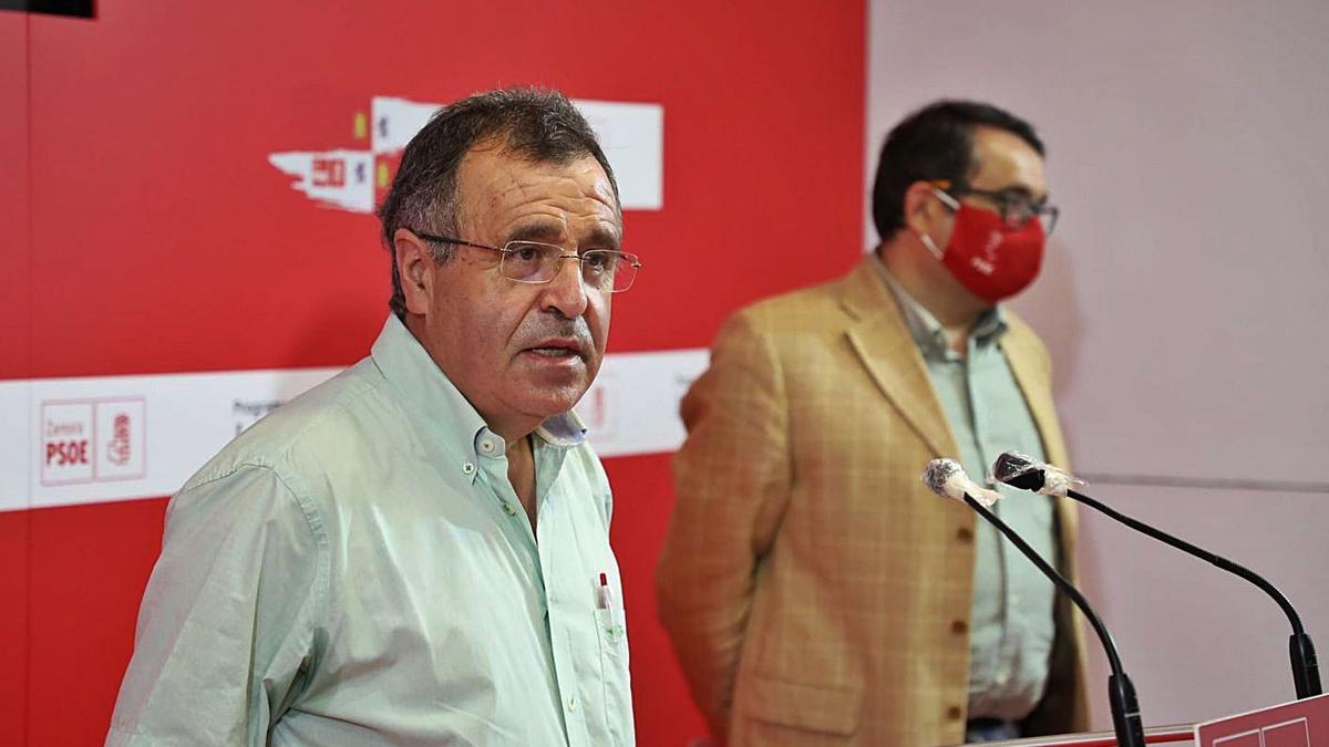 Los procuradores socialistas José Ignacio Martín Benito y Juan Luis Cepa. | Nico Rodríguez