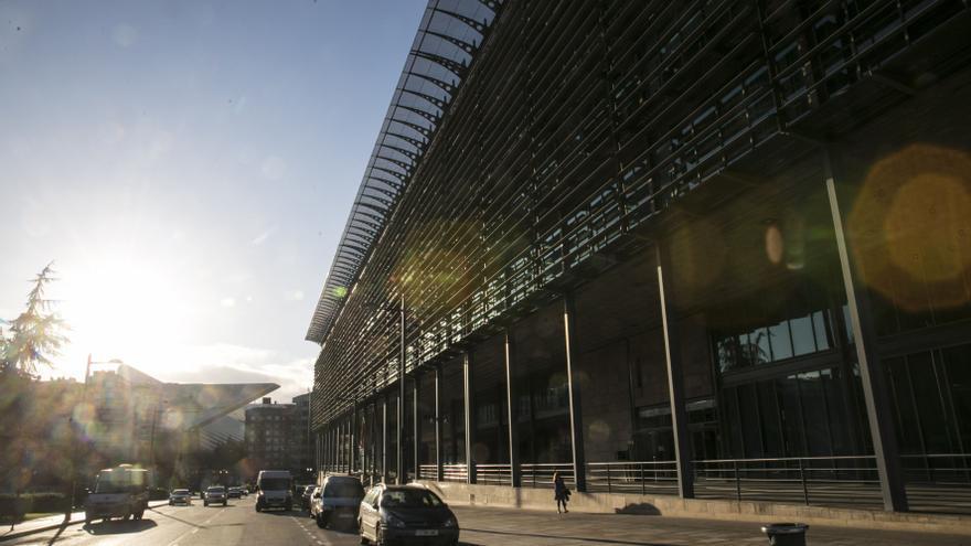 Más de dos años de espera por empleo tras pasar oposiciones en Asturias y mil interinos en riesgo inminente de irse a la calle
