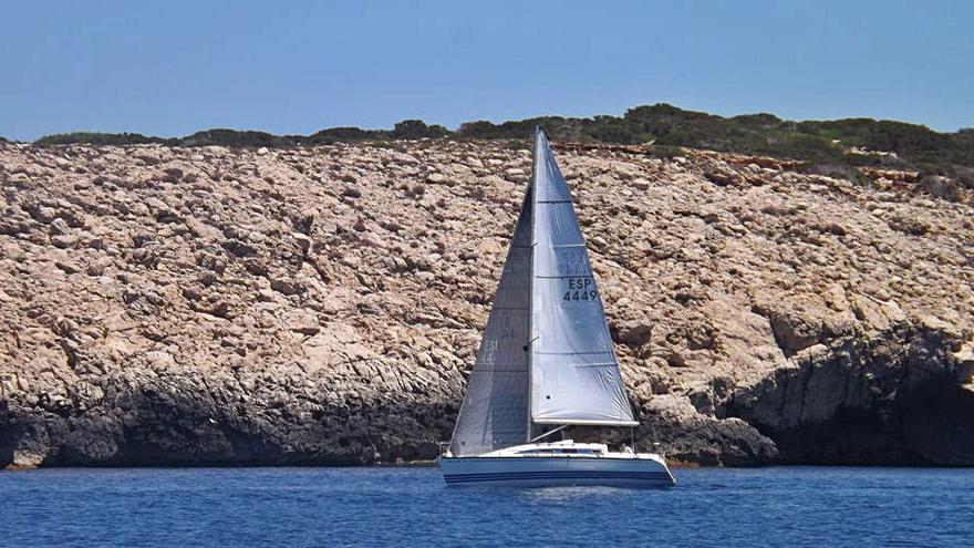 El barco Kametimo, de Riera y Vide, vence en la Vuelta a Ibiza a Dos