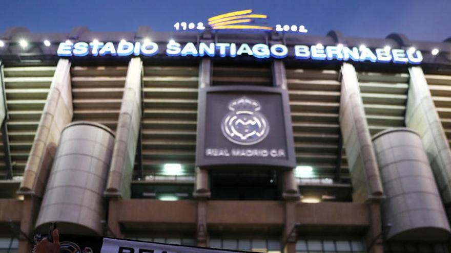 Real Madrid y FC Barcelona ganarían 35 millones renombrando sus estadios