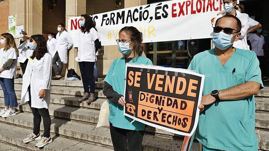 Concentració dels metges residents a Girona en el desè dia de vaga