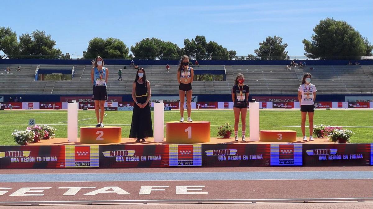 Gabriela Sanz, en el tercer lugar del podio.