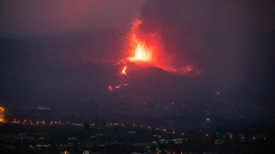 La lava de l'erupció de La Palma provocarà explosions i gasos nocius quan arribi al mar