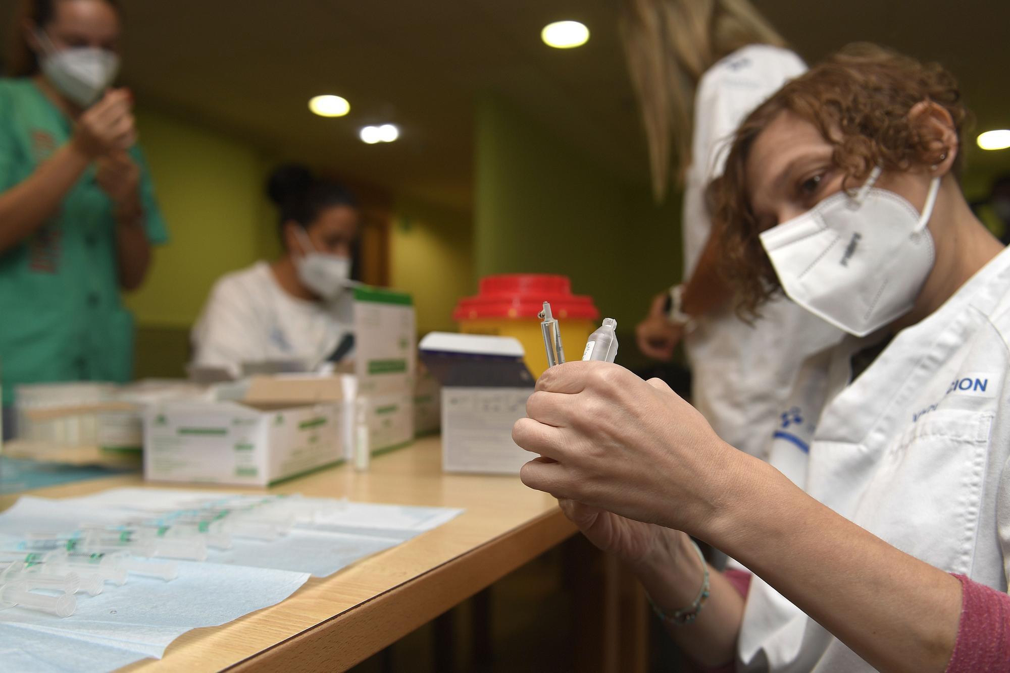 La residencia Mixta de Gijón comienza a poner la tercera dosis de la vacuna