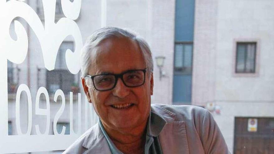 """Juan Cruz   Periodista y escritor: """"Leemos y escribimos apresuradamente y eso pone en peligro al periodismo"""""""