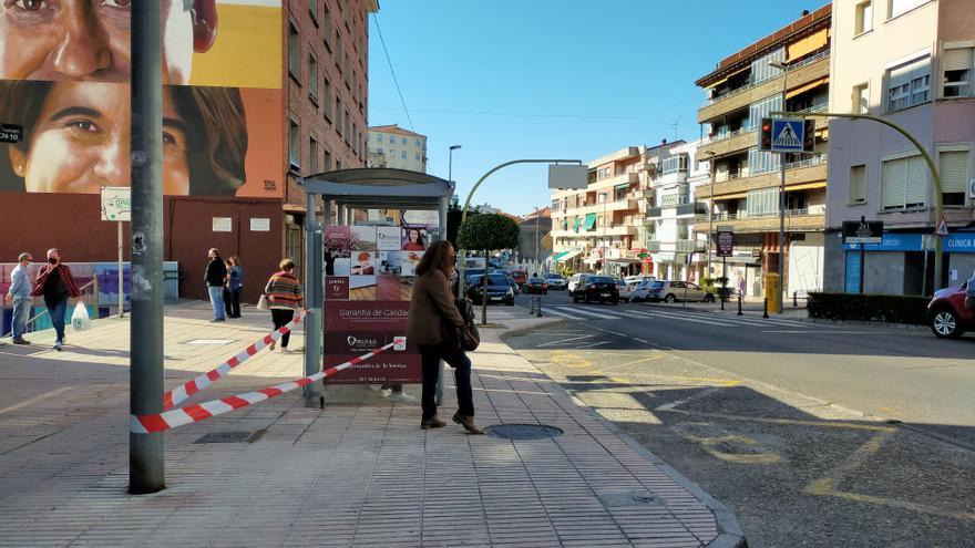 Empieza el cambio digital en diez marquesinas de autobús de Plasencia
