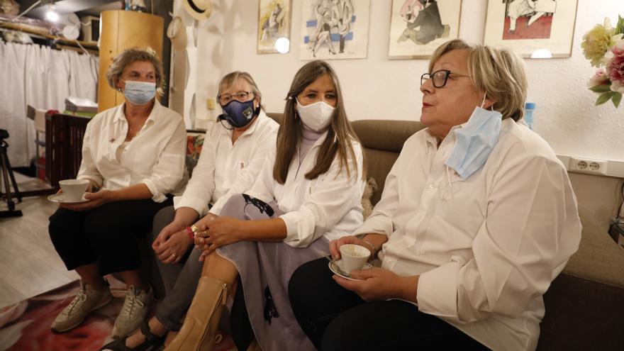 """La lección de vida de 12 mujeres con cáncer de mama que hacen terapia en Oviedo: """"A veces la gente no sabe cómo tratarnos"""""""