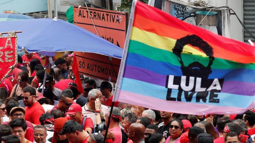 Cientos de personas reciben a Lula da Silva