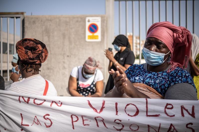 Protesta de los migrantes acogidos en el CAI de Santa Cruz de Tenerife