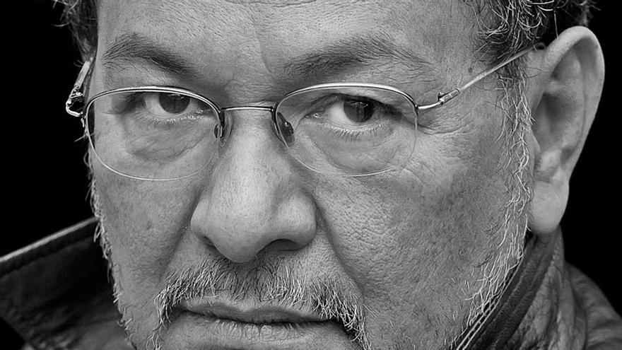 """élmer Mendoza: """"No me gustaría vivir como Roberto Saviano"""""""