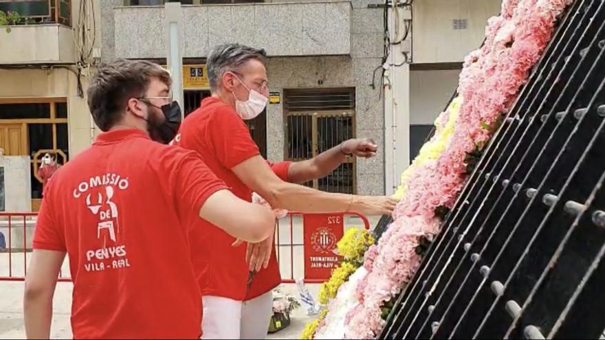 Los vila-realenses prosiguen con su homenaje floral a Sant Pasqual