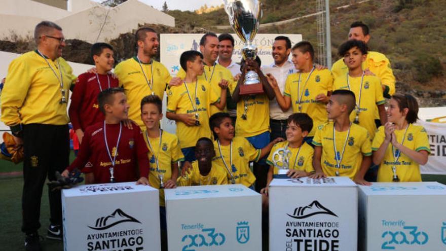La UD gana el IV Torneo Internacional Alevín de fútbol 8