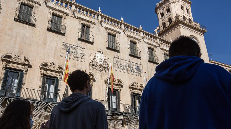 El Ayuntamiento de Alicante contrata seis meses a 72 mayores de 30 años