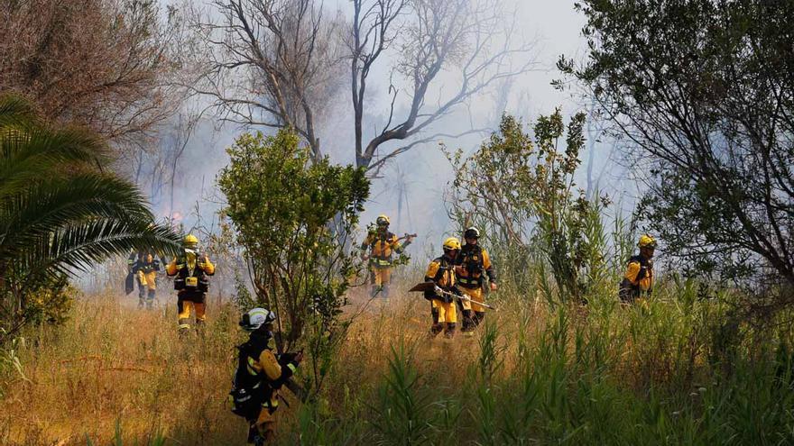 Incendio de rastrojos y chatarra en Ibiza