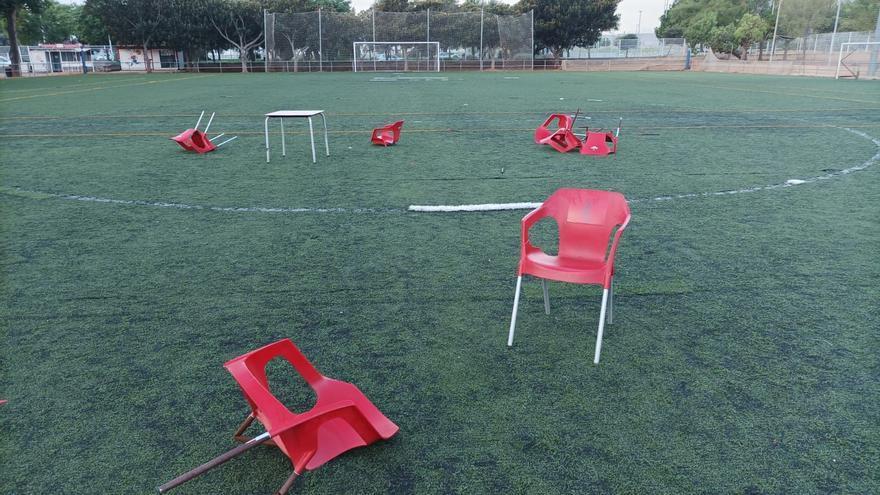 Botellones en el campo de fútbol de Gran Vía de Castelló