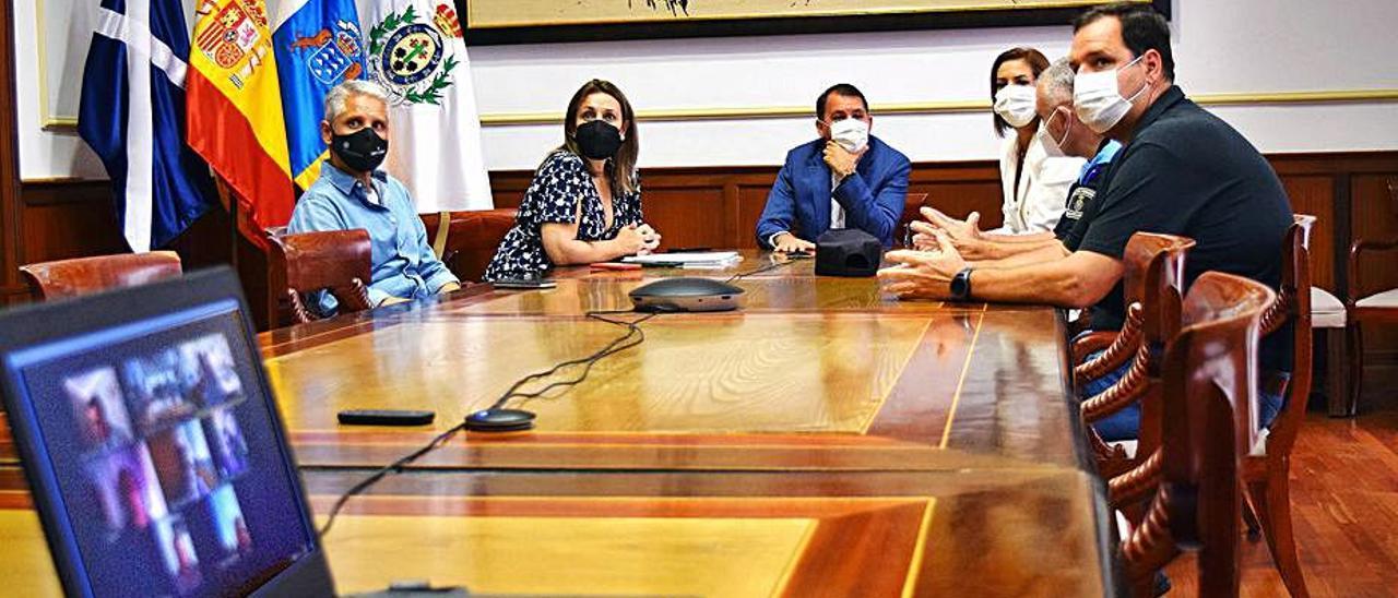 La capital y colectivos LGTBI se alían para prevenir posibles delitos de odio
