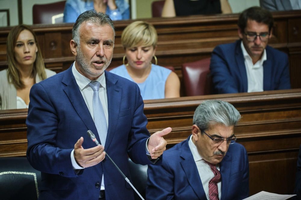 Torres, ante el pleno del Parlamento
