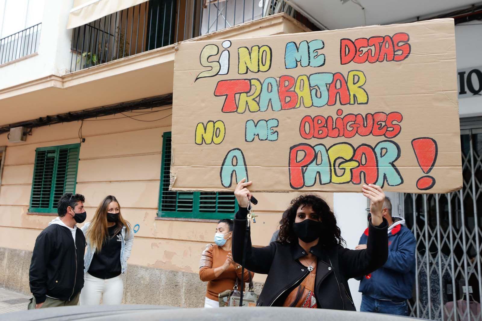 """Protesta en Ibiza: """"No me podéis cerrar el local y cobrarme el cien por cien de los impuestos"""""""