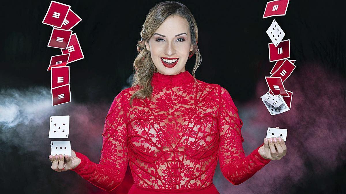 La ilusionista Dania Díaz, que actúa el sábado en el Fórum.   | // LA OPINIÓN