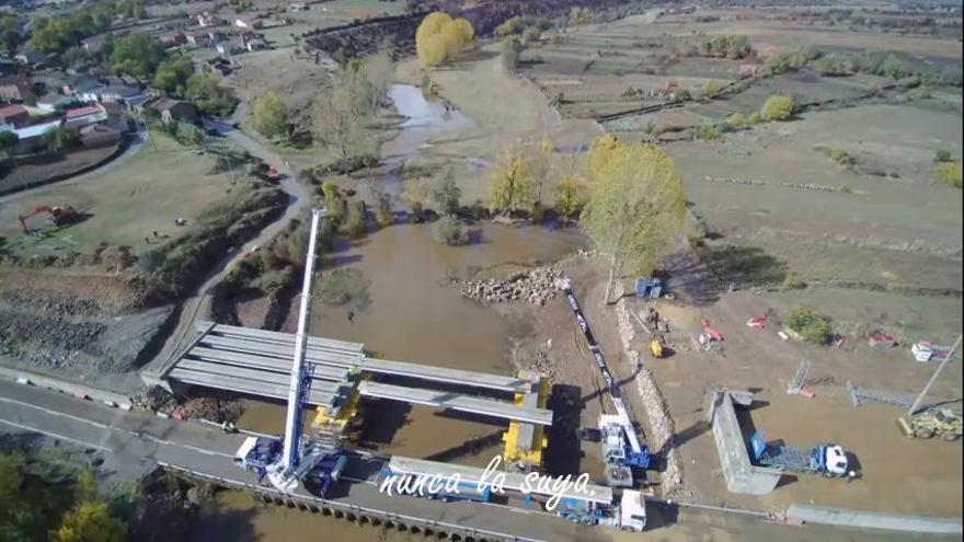 Así es el espectacular vídeo navideño sobre el nuevo puente de Domez de Alba