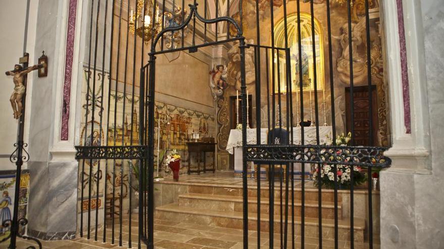 Unos encapuchados roban joyas de una vitrina en el Convento de Agres