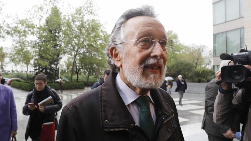 Condenan a Alfonso Grau a cuatro años de prisión por aceptar relojes de lujo