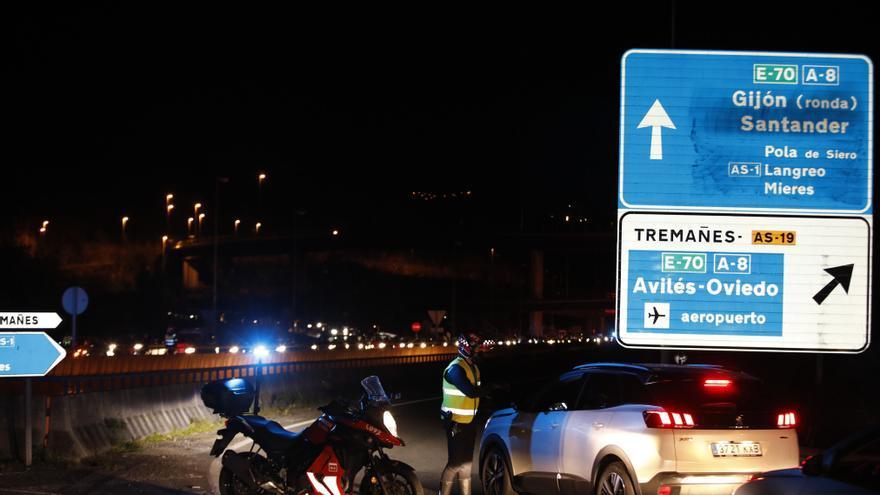Sancionan a 17 personas por saltarse el cierre perimetral de Gijón
