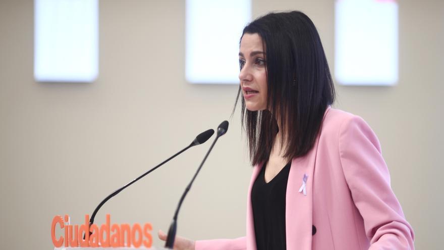 """Arrimadas frena la idea de una posible alianza con el PP: """"No vamos a solucionar sus problemas"""""""
