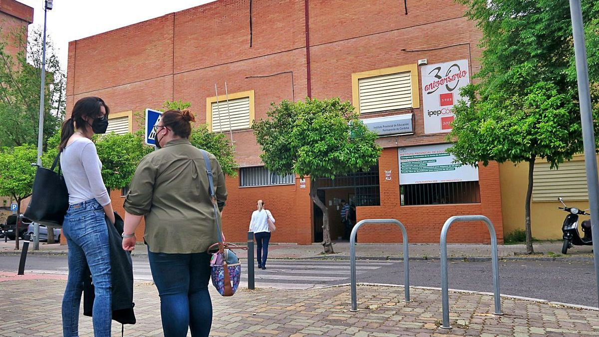 Entrada al Instituto Provincial de Educación Permanente (IPEP), en el barrio de La Fuensanta.