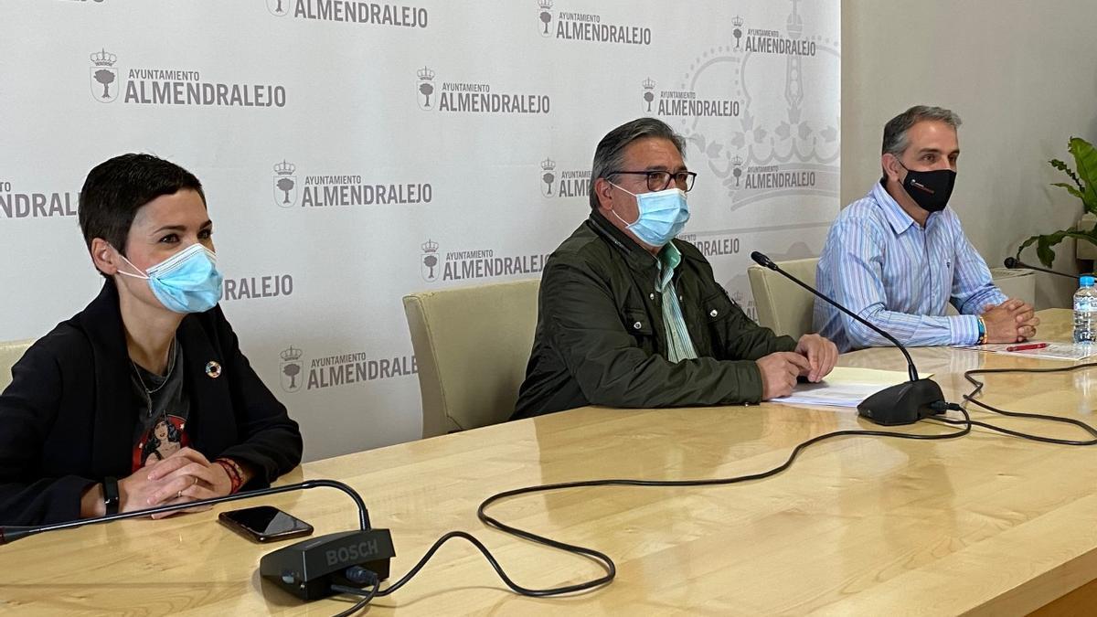 Raquel del Puerto, José María Ramírez y Juan Arias, del equipo de gobierno municipal