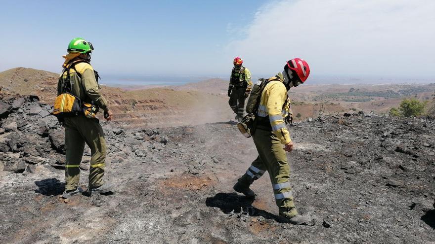 Controlan el incendio forestal en un monte de La Unión