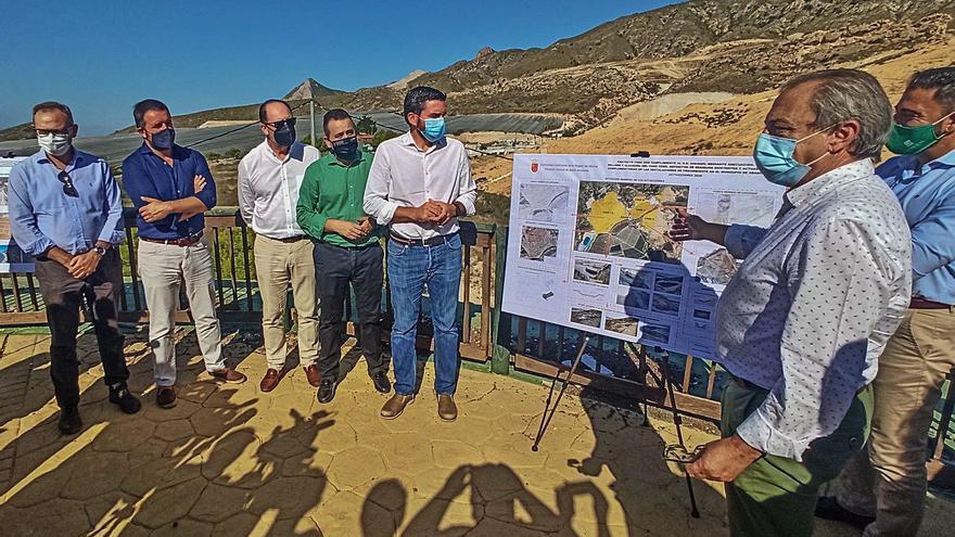 La Comunidad y Murcia dan por clausurado el vertedero tras gastar 8,8 millones en sellarlo
