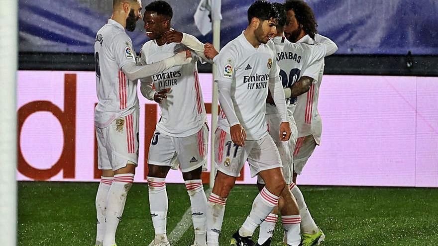 El Madrid gana al Getafe y se mete en la pelea