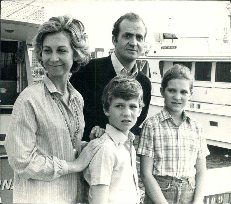 Los reyes eméritos con sus hijos Felipe y Elena