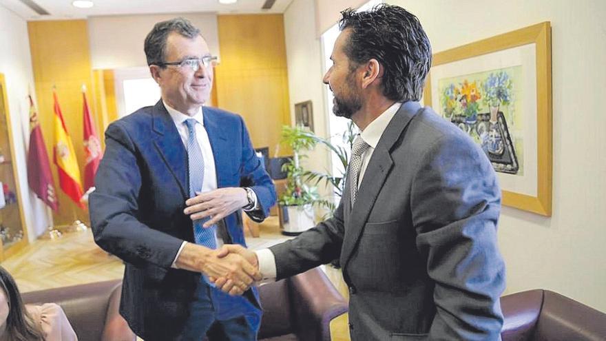 Los ataques de Mario Gómez llevan al PP a plantearse la ruptura